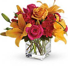 Buy Teleflora's Uniquely Chic Bouquet