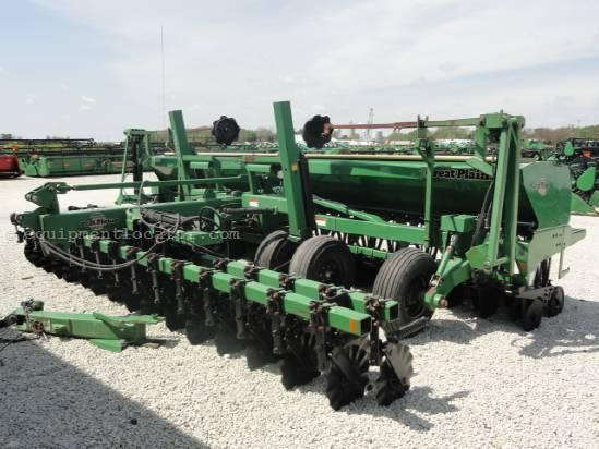 Pneumatic seeding-machines Great Plains 2000.