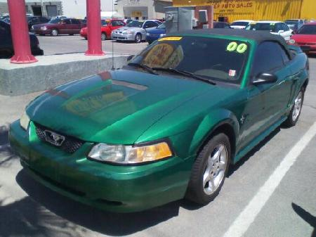 2000 Ford Mustang Car