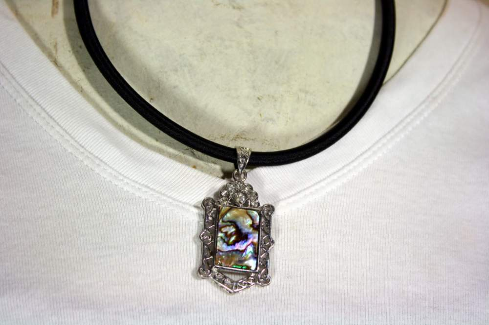 Buy Mother of pearl rope pendant necklace