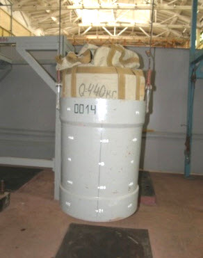 Containers and materials for manufacture with radioactive wastes of low and medium activity PP119