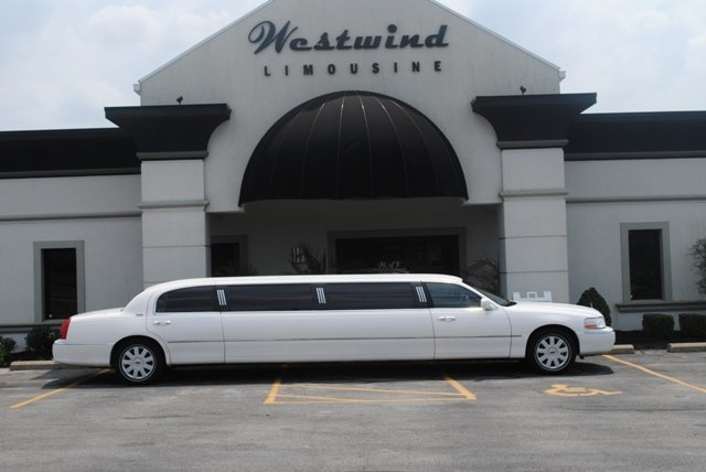 2005 White Lincoln Town Car Limousine Buy In Dayton