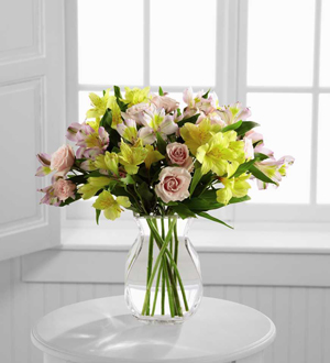 The FTD Breathtaking Beauty Bouquet by BHG B24-4388
