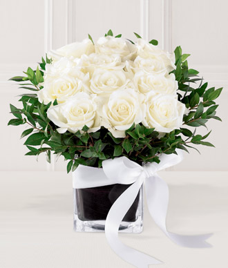 Buy The FTD® Pure Romance™ Rose Bouquet E8-4198