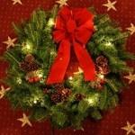 Classic Pre-Lit 24in Wreath