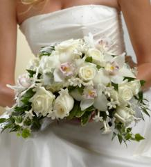 The FTD® White on White™ Bouquet W9-4622