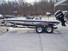 The Phoenix 619 Pro Boat