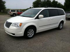 Car 2010 Chrysler Town & Country 4dr Wgn