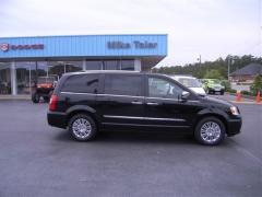 2012 Chrysler Town & Country Limited Car