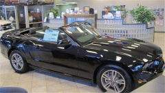 2013 Ford Mustang Convertible V6 Premium Vehicle