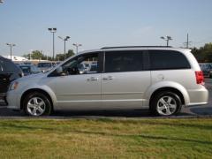 Car 2012 Dodge Grand Caravan SXT