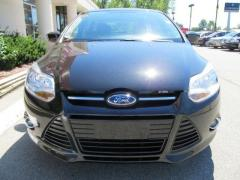 Car 2012 Ford Focus SE