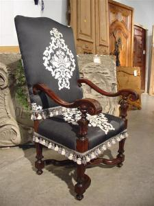 Walnut Wood Italian Armchair, 18th Century