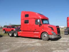 2010 Volvo VNL 780 truck