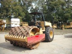 Vibratory road rollers
