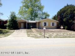 2/1 with a 1 car carport and screened porch...
