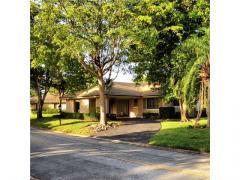 Well maintained 3/2(Den) Home