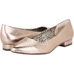 Zapatos de última moda de mujeres