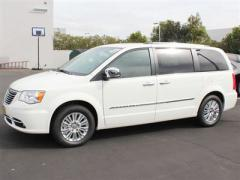 Chrysler Town & Country Limited Car