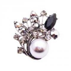 Black diamond crystals brooch