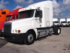 2005 Freightliner FLC-120 Truck