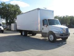 2006  International 4400 24' Drybox Truck