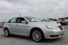 Chrysler 200 Limited Car