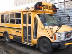 1999 GMC SCHOOL VAN MINI BUS--- GAS-- 16 PASS