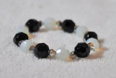 Bracelet with white and black pearls