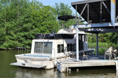 House Boat Holiday Mansion