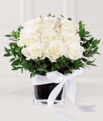 The FTD® Pure Romance™ Rose Bouquet E8-4198