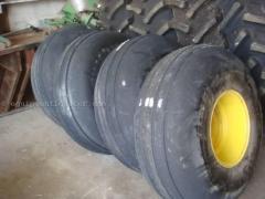 Planter JOHN DEERE 16.5LX16.1SL Wheels