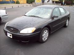Ford Taurus SE Car