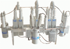Pole-mounted harmonic filter banks and capacitor