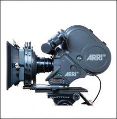 35mm: Arriflex 435 ES