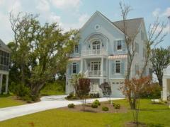 Beautifully furnished custom soundfront cottage