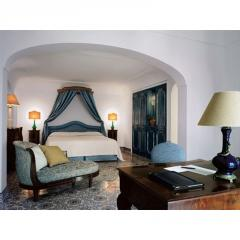 Hotel & Resort Booking Services